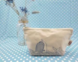 手繪風-嬉戲藍鯨萬用包